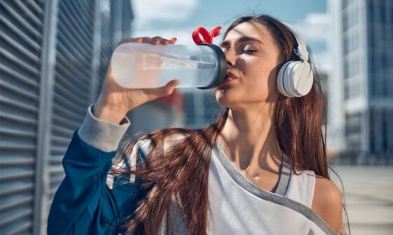 does drinking water help acne